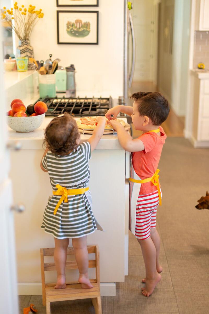 Детский фартук. Фартук детский для творчества и готовки своими руками