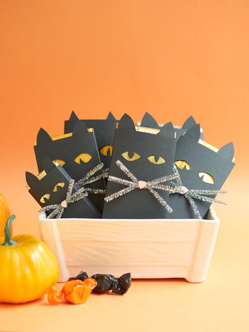Как упаковать шоколадку в виде кошки на Хэллоуин?