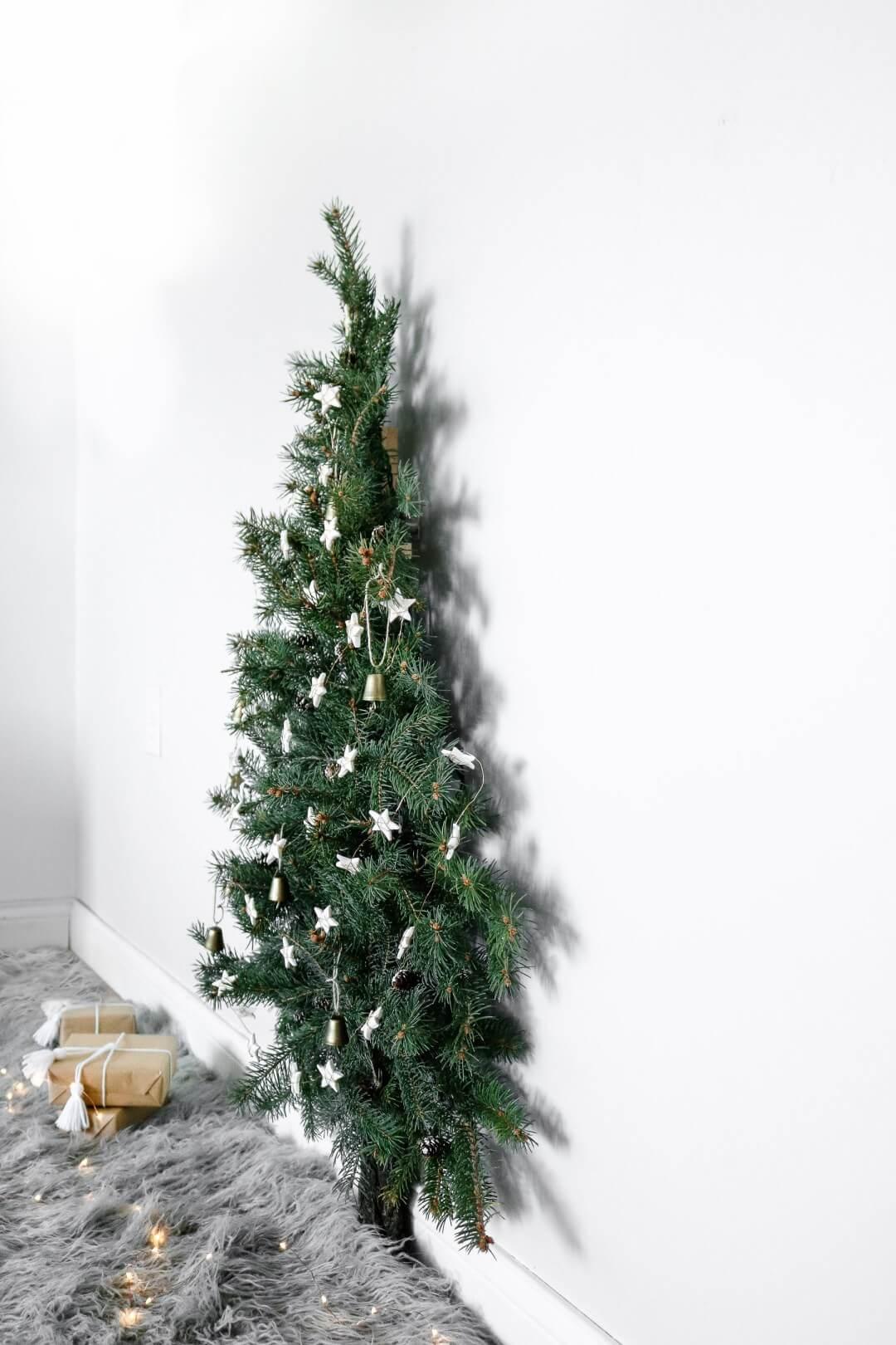 Настенная елка своими руками из еловых веток