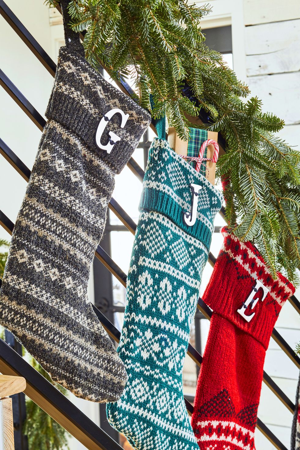 Как украсить дом к Новому году своими руками: 15 новогодний украшений, которые можно сделать легко и быстро