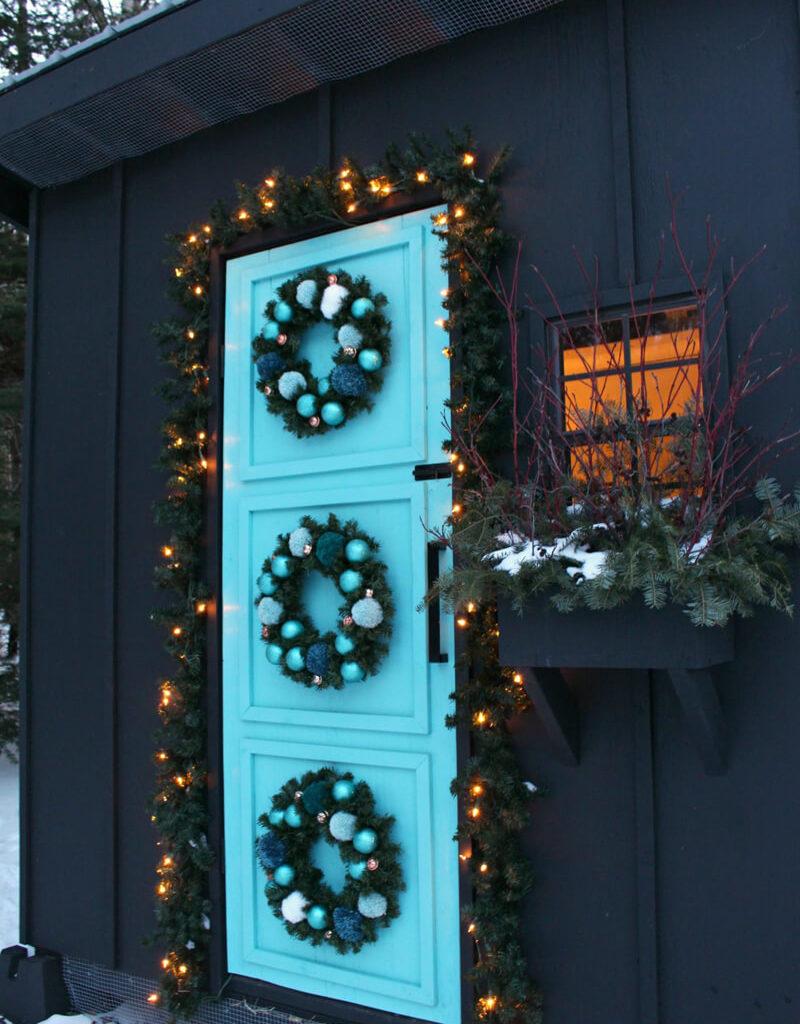 Как украсить вход в дом к Новому году и Рождеству своими руками