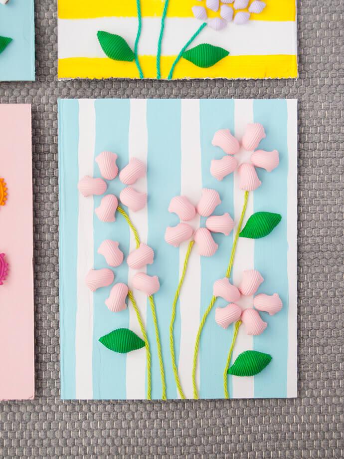 Детские открытки к 8 марта своими руками. Цветы из макарон