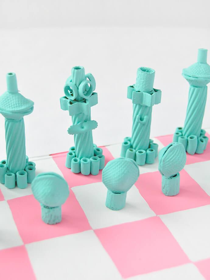 Поделки из макарон. Как сделать шахматы своими руками?