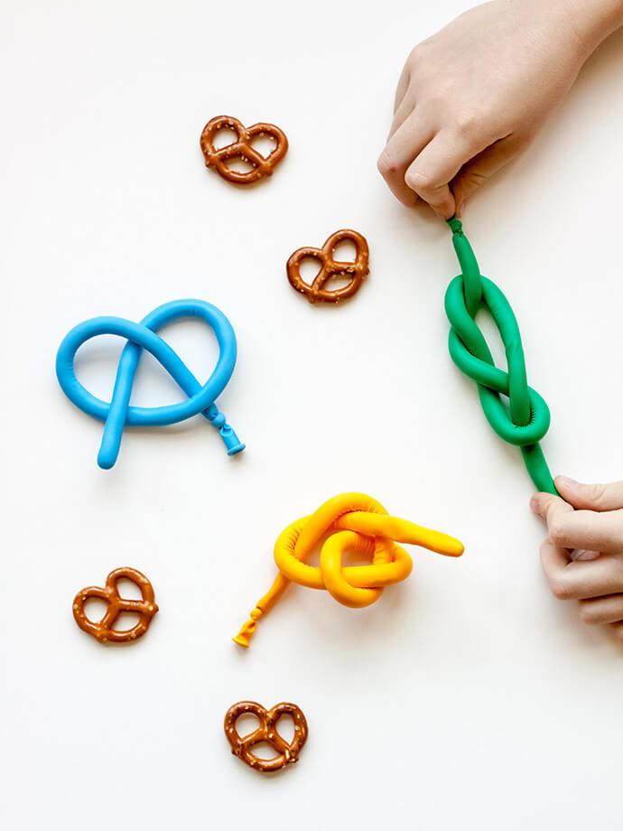 Как сделать игрушку антистресс из шарика своими руками в домашних условиях?