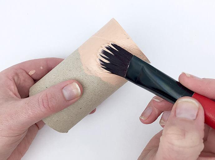 Поделки из помпонов своими руками. Как сделать поделку из помпонов?