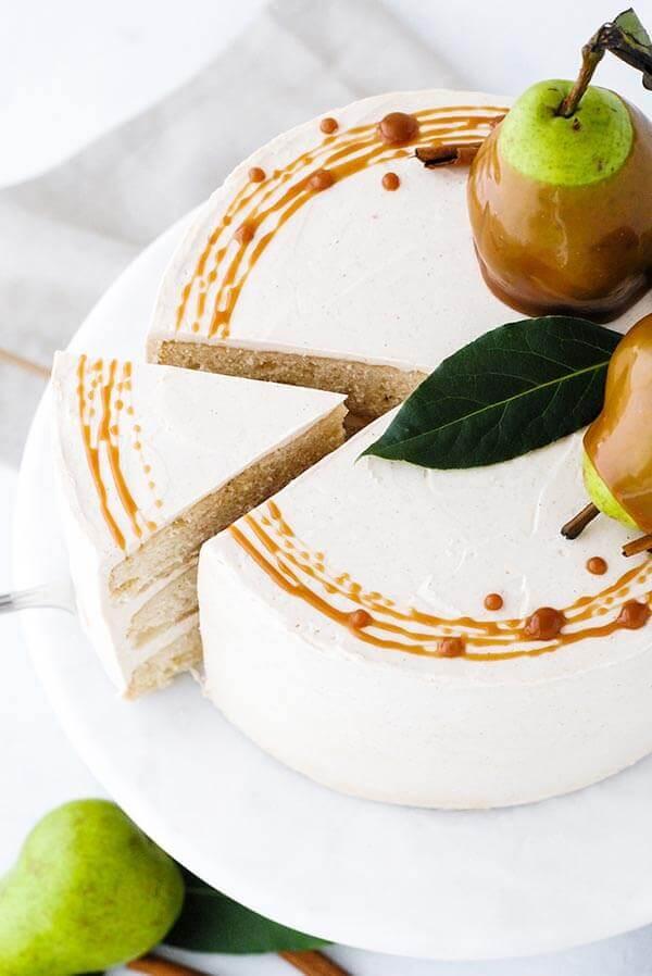 Торт с грушей и карамелью своими руками