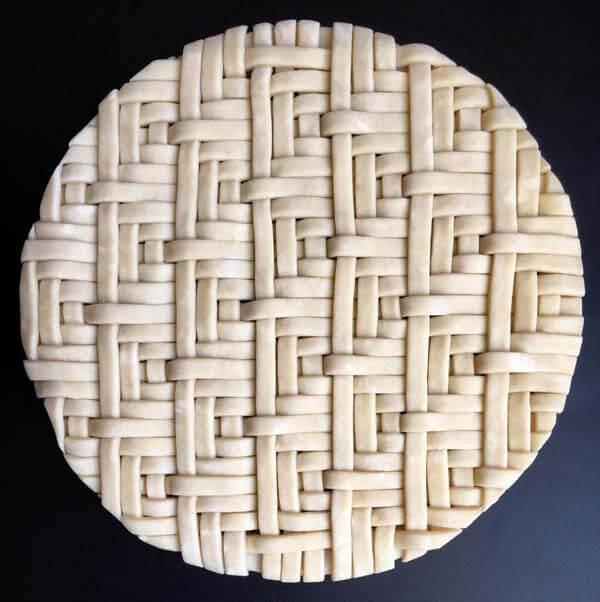 Как украсить края пирога?